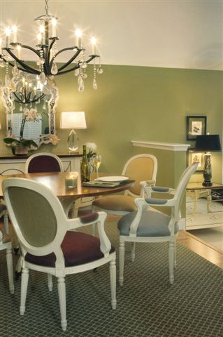 Round Robin Dining Style Made By Hickory Chair